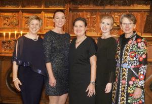Der Vorstand von Frauen u(U)nternehmen eröffnet mit dem WIB-Dinner das Jubiläumsjahr zum 20-jährigen Bestehen von Frauen u(U)nternehmen e.V.